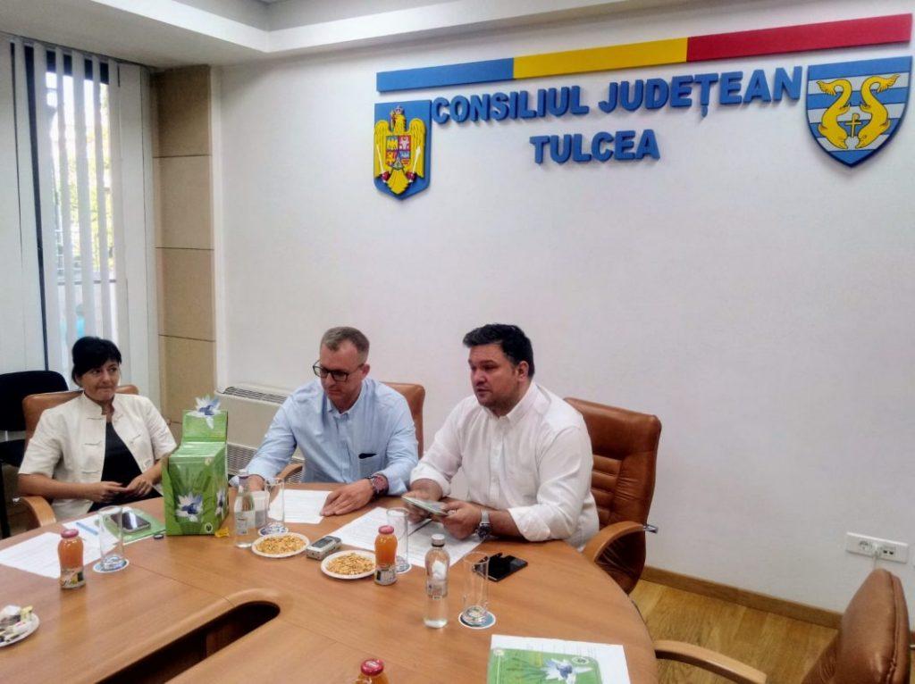 """<p style=""""text-align:center;"""">Delta Dunării va avea un <br> Ghid Turistic al <br> Culturii Gastronomice </p>"""