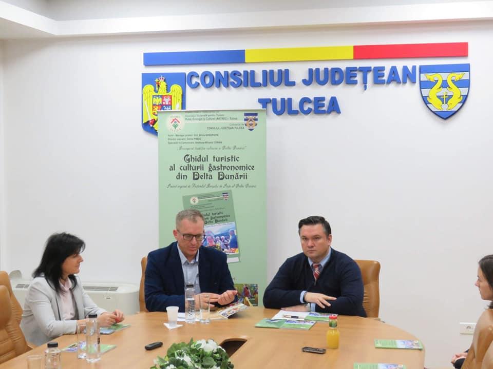 """<p style=""""text-align:center;"""">A avut loc conferința de lansare pentru Ghidul turistic al culturii gastronomice din Delta Dunării </p>"""
